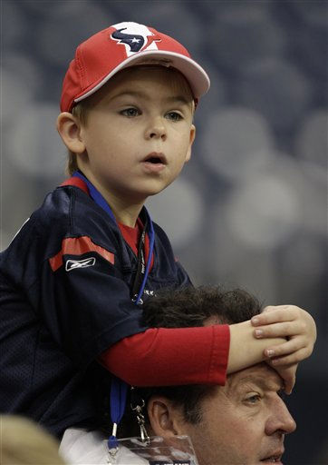 A young Houston Texans fan gets a better view of warm ups before an NFL football game against the Atlanta Falcons Sunday, Dec. 4, 2011, in Houston. &#40;AP Photo&#47;David J. Phillip&#41; <span class=meta>(AP Photo&#47; David J. Phillip)</span>