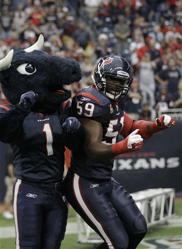 Houston Texans inside linebacker DeMeco Ryans &#40;59&#41; and mascot Toro before an NFL football game against the Atlanta Falcons Sunday, Dec. 4, 2011, in Houston. &#40;AP Photo&#47;David J. Phillip&#41; <span class=meta>(AP Photo&#47; David J. Phillip)</span>