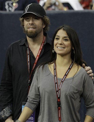 Former Houston Astros star Jeff Bagwell and his girlfriend Rachel Brown at a Houston Texans NFL football game against the Atlanta Falcons Sunday, Dec. 4, 2011, in Houston. &#40;AP Photo&#47;David J. Phillip&#41; <span class=meta>(AP Photo&#47; David J. Phillip)</span>