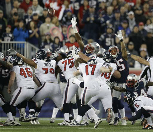Houston Texans kicker Shayne Graham &#40;17&#41; kicks a 27-yard field goal during the first half of an AFC divisional playoff NFL football game against the New England Patriots in Foxborough, Mass., Sunday, Jan. 13, 2013.   <span class=meta>(AP Photo&#47; Elise Amendola)</span>