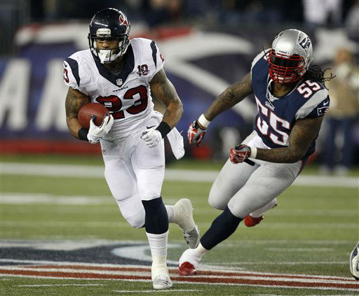 Houston Texans running back Arian Foster &#40;23&#41; is chased by New England Patriots middle linebacker Brandon Spikes during the first half of an AFC divisional playoff NFL football game in Foxborough, Mass., Sunday, Jan. 13, 2013. &#40;AP Photo&#47;Stephan Savoia&#41; <span class=meta>(AP Photo&#47; Stephan Savoia)</span>