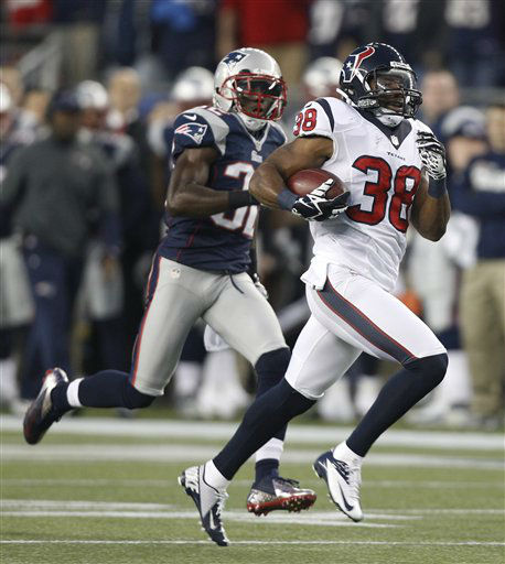 Houston Texans free safety Danieal Manning &#40;38&#41; is chased by New England Patriots free safety Devin McCourty on a 94-yard kickoff return during the first half of an AFC divisional playoff NFL football game in Foxborough, Mass., Sunday, Jan. 13, 2013. &#40;AP Photo&#47;Stephan Savoia&#41; <span class=meta>(AP Photo&#47; Stephan Savoia)</span>