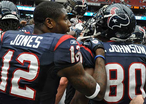 "<div class=""meta ""><span class=""caption-text "">Texans fans and players prior to Sunday's showdown against the Tennessee Titans (Photo/ABC-13)</span></div>"