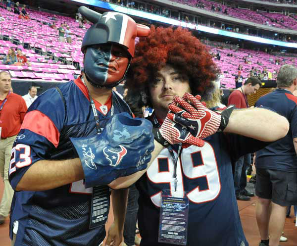"<div class=""meta ""><span class=""caption-text "">These are photos from inside and outside Reliant Stadium before the showdown between the Packers and Texans on Sunday, October 14, 2012 (Photo/ABC-13)</span></div>"