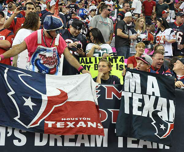 These are photos from inside and outside Reliant Stadium before the showdown between the Packers and Texans on Sunday, October 14, 2012 <span class=meta>(Photo&#47;ABC-13)</span>