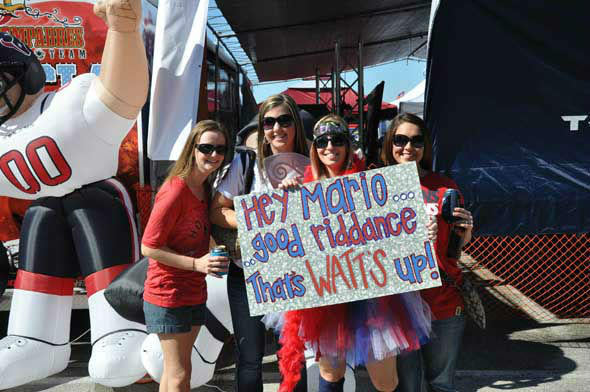 "<div class=""meta ""><span class=""caption-text "">Check out the signs fans have been bringing to Reliant Stadium this season to cheer on the Texans!  Do you have fan photos?  Email them to us at news@abc13.com (Photo/ABC13)</span></div>"