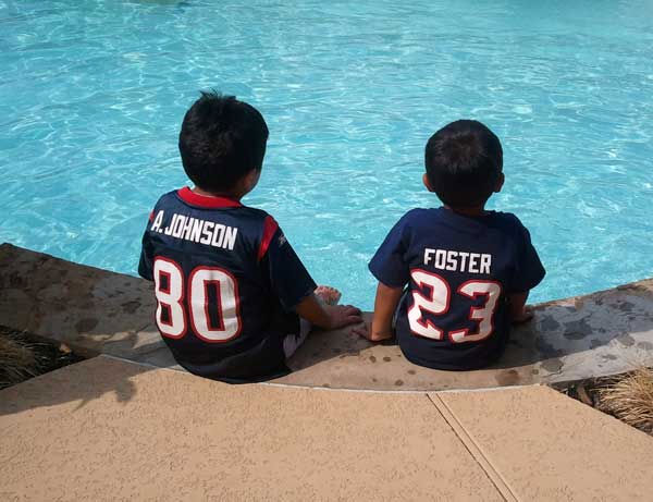 "<div class=""meta ""><span class=""caption-text "">These are photos sent in by Texans fans. If you have a fan photo, send it to us at news@abc13.com or upload it on our iWitness Reports page. </span></div>"