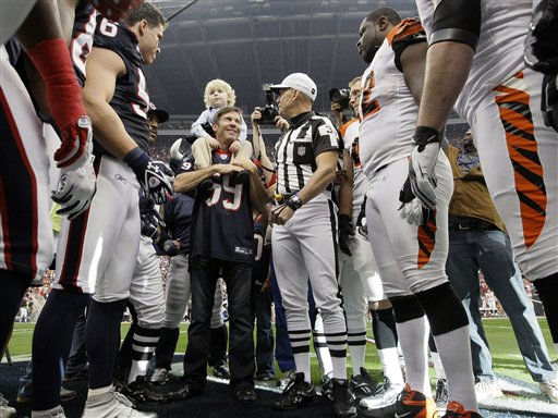 Actor Dennis Quaid, center, holds his child on his shoulders during the coin toss before an NFL wild card playoff football game between the Houston Texans and the Cincinnati Bengals on Saturday, Jan. 7, 2012, in Houston. &#40;AP Photo&#47;Tony Gutierrez&#41; <span class=meta>(AP Photo&#47; Tony Gutierrez)</span>