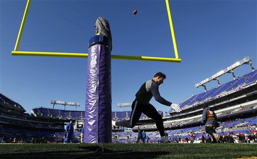 Houston Texans outside linebacker Connor Barwin warms up before an NFL divisional playoff football game against the Baltimore Ravens in Baltimore, Sunday, Jan. 15, 2012. &#40;AP Photo&#47;Pat Semansky&#41; <span class=meta>(AP Photo&#47; Pat Semansky)</span>