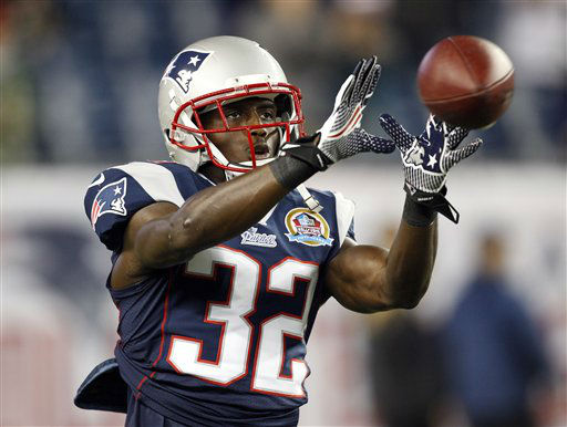 New England Patriots free safety Devin McCourty warms up before an NFL football game between the Patriots and the Houston Texans in Foxborough, Mass., Monday, Dec. 10, 2012. &#40;AP Photo&#47;Stephan Savoia&#41; <span class=meta>(AP Photo&#47; Stephan Savoia)</span>