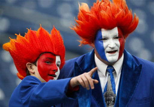 "<div class=""meta ""><span class=""caption-text "">Tennessee Titans fans watch players warm up before an NFL football game between the Titans and the Houston Texans on Sunday, Dec. 2, 2012, in Nashville, Tenn. (AP Photo/Joe Howell) (AP Photo/ Joe Howell)</span></div>"
