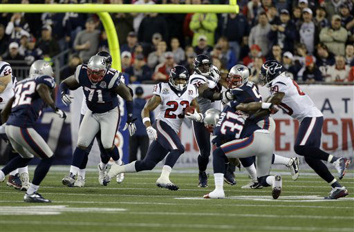 "<div class=""meta ""><span class=""caption-text "">Houston Texans running back Arian Foster (23) runs between New England Patriots defensive tackle Brandon Deaderick (71) and cornerback Aqib Talib (31) during the first quarter of an NFL football game in Foxborough, Mass., Monday, Dec. 10, 2012. (AP Photo/Elise Amendola) (AP Photo/ Elise Amendola)</span></div>"