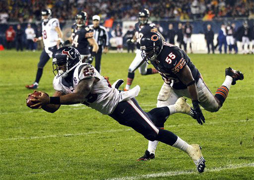 Houston Texans running back Arian Foster &#40;23&#41; makes a touchdown catch with Chicago Bears linebacker Lance Briggs &#40;55&#41; defending in the first half an NFL football game in Chicago, Sunday, Nov. 11, 2012. &#40;AP Photo&#47;Charles Rex Arbogast&#41; <span class=meta>(AP Photo&#47; Charles Rex Arbogast)</span>