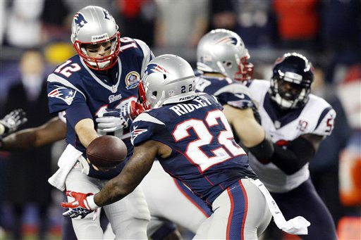 New England Patriots quarterback Tom Brady &#40;12&#41; hands off to running back Stevan Ridley &#40;22&#41; during the first quarter of an NFL football game against the Houston Texans in Foxborough, Mass., Monday, Dec. 10, 2012. &#40;AP Photo&#47;Stephan Savoia&#41; <span class=meta>(AP Photo&#47; Stephan Savoia)</span>