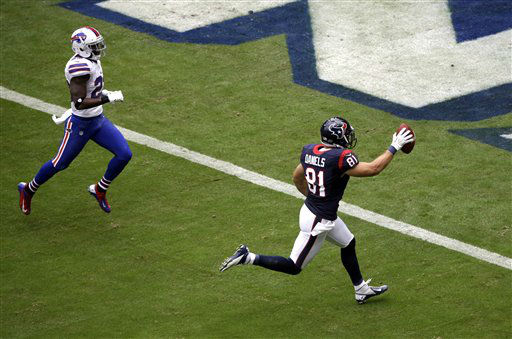 Houston Texans tight end Owen Daniels &#40;81&#41; raises the ball after catching a touchdown pass as Buffalo Bills cornerback Aaron Williams, left, defends in the first quarter of an NFL football game on Sunday, Nov. 4, 2012, in Houston. &#40;AP Photo&#47;David J. Phillip&#41; <span class=meta>(AP Photo&#47; David J. Phillip)</span>