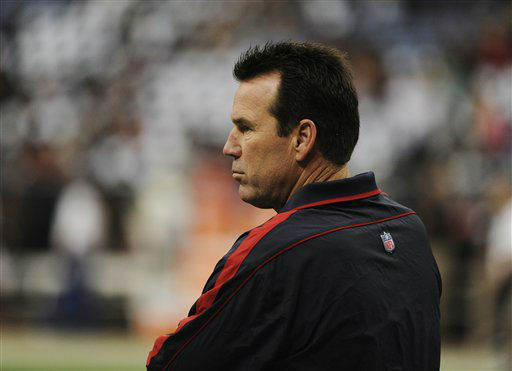 Houston Texans head coach Gary Kubiak watches the team warm up before an NFL wild card playoff football game against the Cincinnati Bengals Saturday, Jan. 5, 2013, in Houston. &#40;AP Photo&#47;Dave Einsel&#41; <span class=meta>(AP Photo&#47; Dave Einsel)</span>
