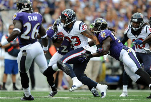 Arian Foster runs for a big  gain in the first half <span class=meta>(AP photo)</span>