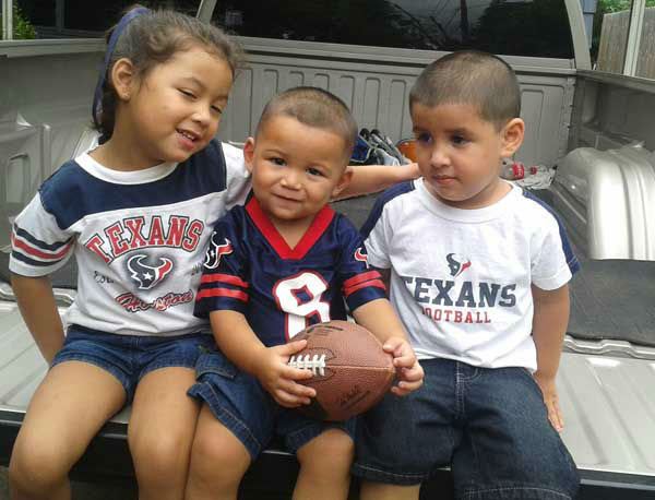 "<div class=""meta image-caption""><div class=""origin-logo origin-image ""><span></span></div><span class=""caption-text"">These are Texans fan photos you've been sending us.  You can send your photos to be added at news@abc13.com  (KTRK Photo/ iWitness Reports)</span></div>"