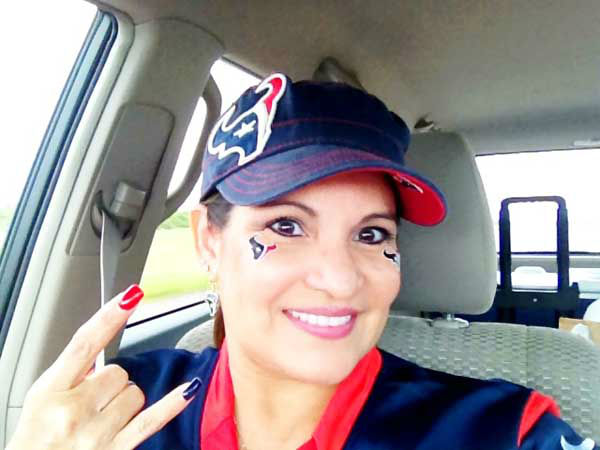 "<div class=""meta ""><span class=""caption-text "">These are Texans fan photos you've been sending us.  You can send your photos to be added at news@abc13.com  (KTRK Photo/ iWitness Reports)</span></div>"