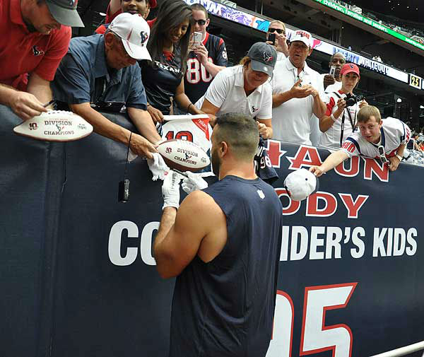 "<div class=""meta ""><span class=""caption-text "">Inside Reliant Stadium before the season opener against Miami on Sunday, August 9, 2012.  If you have photos, eamil them to us at news@abc13.com (Photo/ABC13)</span></div>"