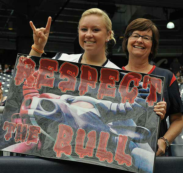 "<div class=""meta image-caption""><div class=""origin-logo origin-image ""><span></span></div><span class=""caption-text"">Inside Reliant Stadium before the season opener against Miami on Sunday, August 9, 2012.  If you have photos, eamil them to us at news@abc13.com (Photo/ABC13)</span></div>"