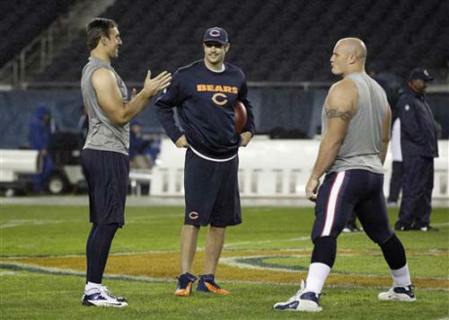"<div class=""meta ""><span class=""caption-text "">Chicago Bears quarterback Jay Cutler, center, talks with Houston Texans tight end Owen Daniels, left, and Texans center Chris Myers before an NFL football game in Chicago, Sunday, Nov. 11, 2012. (AP Photo/Nam Y. Huh) (Photo/Nam Y. Huh)</span></div>"