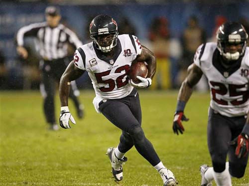 Houston Texans linebacker Tim Dobbins &#40;52&#41; runs after recovering a fumble by Chicago Bears tight end Kellen Davis &#40;87&#41; during the first half an NFL football game, Sunday, Nov. 11, 2012, in Chicago. &#40;AP Photo&#47;Charles Rex Arbogast&#41; <span class=meta>(Photo&#47;Charles Rex Arbogast)</span>