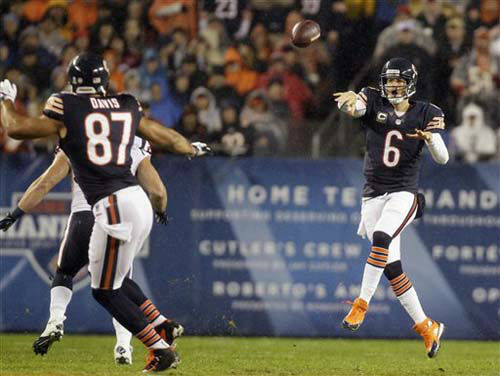 Chicago Bears quarterback Jay Cutler &#40;6&#41; passes to tight end Kellen Davis &#40;87&#41; during the first half an NFL football game against the Houston Texans, Sunday, Nov. 11, 2012, in Chicago. Davis fumbled after the reception and the Texans recovered. &#40;AP Photo&#47;Nam Y. Huh&#41; <span class=meta>(Photo&#47;Nam Y. Huh)</span>