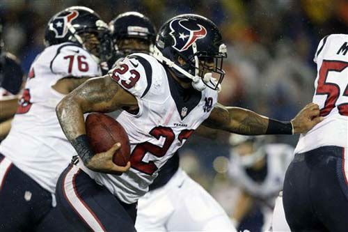 Houston Texans running back Arian Foster &#40;23&#41; looks for running room behind against the Chicago Bears during the first half an NFL football game Sunday, Nov. 11, 2012, in Chicago. &#40;AP Photo&#47;Nam Y. Huh&#41; <span class=meta>(Photo&#47;Nam Y. Huh)</span>