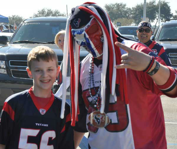 We had our camera inside and outside Reliant Stadium Sunday, November 18, before the Jags-Texans game.  If you have fan photos, email them to us at news@abc13.com <span class=meta>(Photo&#47;ABC13)</span>