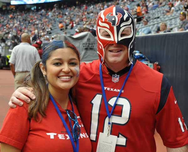 "<div class=""meta image-caption""><div class=""origin-logo origin-image ""><span></span></div><span class=""caption-text"">We had our camera inside and outside Reliant Stadium Sunday, November 18, before the Jags-Texans game.  If you have fan photos, email them to us at news@abc13.com (Photo/AB13)</span></div>"