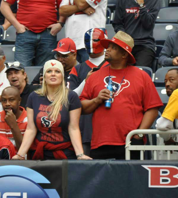 We had our camera inside and outside Reliant Stadium Sunday, November 18, before the Jags-Texans game.  If you have fan photos, email them to us at news@abc13.com <span class=meta>(Photo&#47;AB13)</span>