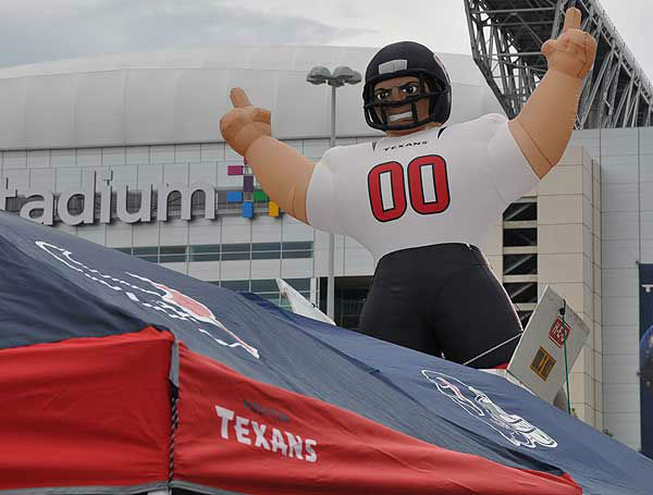 "<div class=""meta image-caption""><div class=""origin-logo origin-image ""><span></span></div><span class=""caption-text"">Photos from festivities at Reliant Stadium on August 18, 2012 before kickoff in the Texans' preseason game number two against the San Francisco 49ers. (Photo/ABC13)</span></div>"