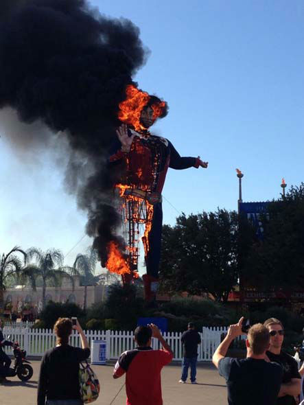 These are photos we&#39;ve received of Big Tex as it burned at the Texas State Fair today. If you have photos, email them to us at news@abc13.com. <span class=meta>(Photo&#47;iWitness reports)</span>