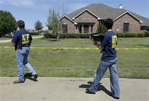 ATF agents walk into the home of Kaufman District Attorney Mike McLelland, Monday, April 1, 2013, in Kaufman, Texas. McLelland and his wife were murdered on Saturday at their home.  <span class=meta>(AP Photo&#47; Tony Gutierrez)</span>