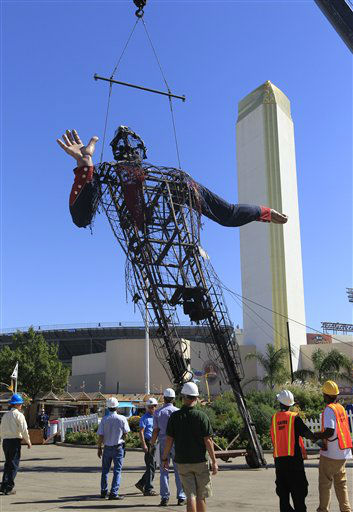"<div class=""meta ""><span class=""caption-text "">The burned remains of the metal cowboy Big Tex is removed by crane, at the State Fair of Texas Friday, Oct. 19, 2012, in Dallas. The iconic structure was destroyed Friday when flames engulfed his 52-foot-tall frame. (AP Photo/LM Otero) (AP Photo/ LM Otero)</span></div>"