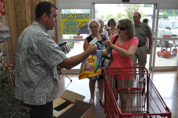 "<div class=""meta ""><span class=""caption-text "">Shoppers flocked to the opening of Trader Joe's new store in The Woodlands on June 15, 2012. (KTRK Photo)</span></div>"