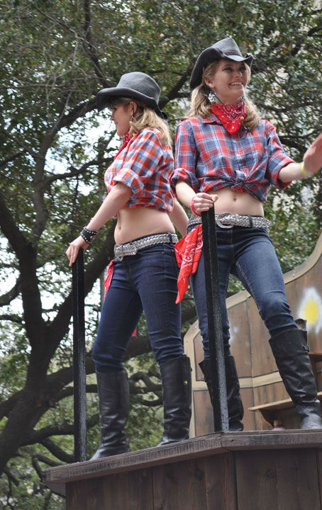 "<div class=""meta image-caption""><div class=""origin-logo origin-image ""><span></span></div><span class=""caption-text"">Thousands of people filed along downtown Houston streets Saturday to see the Rodeo Parade. The parade marks the start of the Houston Livestock Show and Rodeo happening at Reliant Park. (KTRK Photo/ Justin Sternberg)</span></div>"