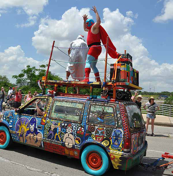 "<div class=""meta ""><span class=""caption-text "">Art cars of all shapes, sizes and designs took to the streets in the Houston Art Car Parade, Saturday, May 10, 2014 (KTRK Photo)</span></div>"