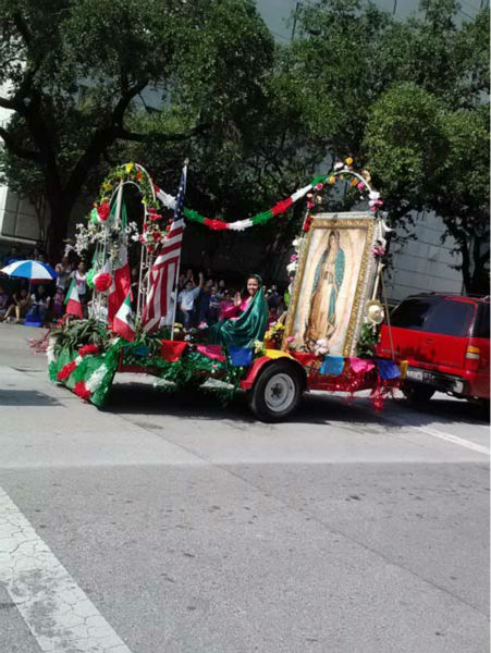 Thousands of Houstonians lined downtown streets Saturday for the 44th annual Fiestas Patrias parade Saturday.  These are photos our viewers took.   Were you there?  If so, send your photos to us at news@abc13.com and we&#39;ll add them. <span class=meta>(Photo&#47;iWItness Reports)</span>