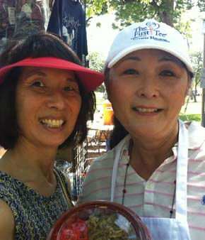 Linda Toyota and Donna Cole selling beef bowl lunch for the Houston area Japanese American Citizens League <span class=meta>(KTRK Photo&#47; Adela Uchida)</span>