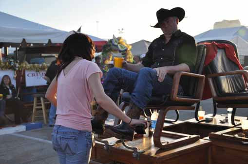 Thousands of people went to Reliant Park to enjoy barbecue, the carnival and music at the start of the Houston Livestock Show and Rodeo. <span class=meta>(KTRK Photo&#47; Mena El-Sharkawi)</span>