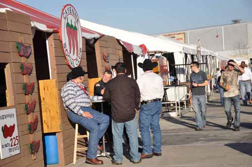 "<div class=""meta ""><span class=""caption-text "">Thousands of people went to Reliant Park to enjoy barbecue, the carnival and music at the start of the Houston Livestock Show and Rodeo. (KTRK Photo/ Mena El-Sharkawi)</span></div>"