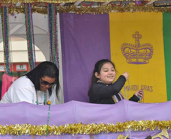 Crowds came out for beads and fun as the Sunshine Kids parade rolled down the Strand on Sunday, February 27, 2011, during Mardi Gras! Galveston.  Events continue leading up to Fat Tuesday on March 8. <span class=meta>(KTRK Photo&#47; Gina Larson)</span>