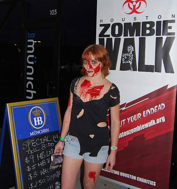 The Houston&#47;Bayou City Zombie Walk held its first annual bar crawl, in conjunction with Comicpalooza, Houston?s largest science fiction convention.  Zombies, cyborgs, demons, superheroes, wizards, warriors, storm troopers and elves took to the pubs to benefit the Houston SPCA and the Houston Wildlife Rehabilitation Center.  But the real fun begins when Comicpalooza hits town with their annual multi-format pop culture convention, May 27-29, 2011. <span class=meta>(KTRK Photo&#47; Michael O&#39;Neill)</span>