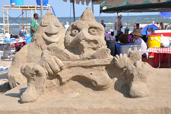 "<div class=""meta ""><span class=""caption-text "">One of the world's largest amateur sandcastle competitions was held June 4, 2011 on Galveston's East Beach, for the 25th annual event, as teams competed for various prizes, including the coveted Golden Bucket Trophy. (KTRK Photo)</span></div>"