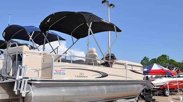 "<div class=""meta ""><span class=""caption-text "">The Southwest International In-Water Boat Show was held Sept. 23-26, 2010 at South Shore Harbour Marina, with Bay boats, sailboats, powerboats, luxury yachts and more than 300 boats in the water.  This year?s show also featured the Houston Wakeboard Shoot-Out, with the world?s best competing for Texas bragging rights. (KTRK Photo/ KTRK)</span></div>"