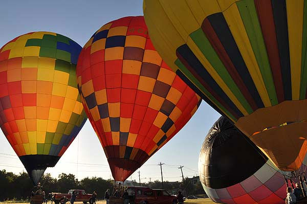 "<div class=""meta image-caption""><div class=""origin-logo origin-image ""><span></span></div><span class=""caption-text"">The RE/MAX Ballunar Liftoff Festival filled the skies above Clear Lake with color and wonder during the 17th annual tribute to mankind?s fascination with flight. The seasonal event was held October 29-31, 2010.   The weekend celebration featured approximately 50 giant hot air balloons piloted by the world?s most skilled aerial navigators, joining in the early morning balloon navigational competition as well as the evening balloon glow to light up the night. (KTRK Photo)</span></div>"