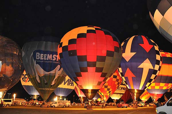 The RE&#47;MAX Ballunar Liftoff Festival filled the skies above Clear Lake with color and wonder during the 17th annual tribute to mankind?s fascination with flight. The seasonal event was held October 29-31, 2010.   The weekend celebration featured approximately 50 giant hot air balloons piloted by the world?s most skilled aerial navigators, joining in the early morning balloon navigational competition as well as the evening balloon glow to light up the night. <span class=meta>(KTRK Photo)</span>