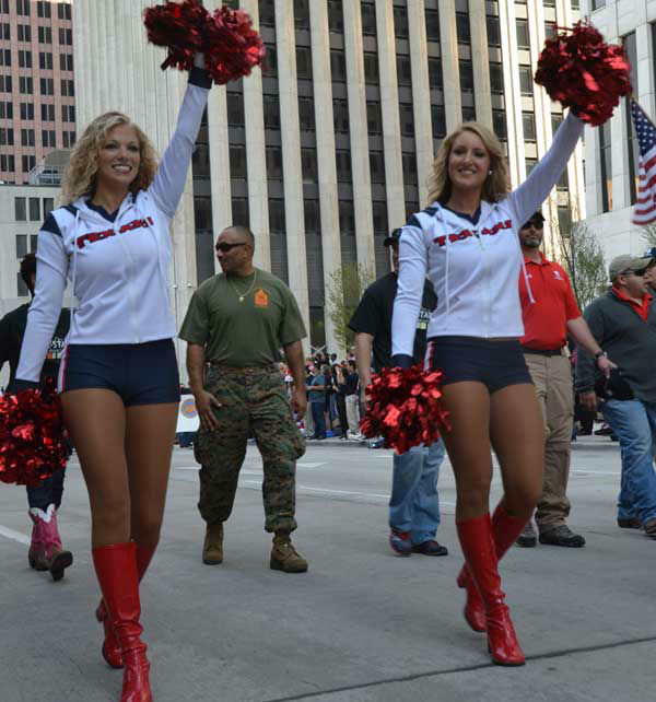 "<div class=""meta image-caption""><div class=""origin-logo origin-image ""><span></span></div><span class=""caption-text"">These are photos from the annual Houston Salutes American Heroes' Veterans Day celebration downtown, Monday, November 11, 2013.   Were you there?  If so, we'd love to see your photos, too.  Email them to us at news@abc13.com.  And allow us to say a great big thanks to all of our veterans! (Blanca Beltran/ABC13)</span></div>"